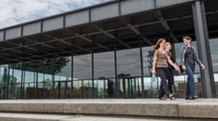 Three women in front of the Neue Nationalgalerie