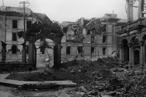 Rudolf Mosse's destroyed city villa with the lion