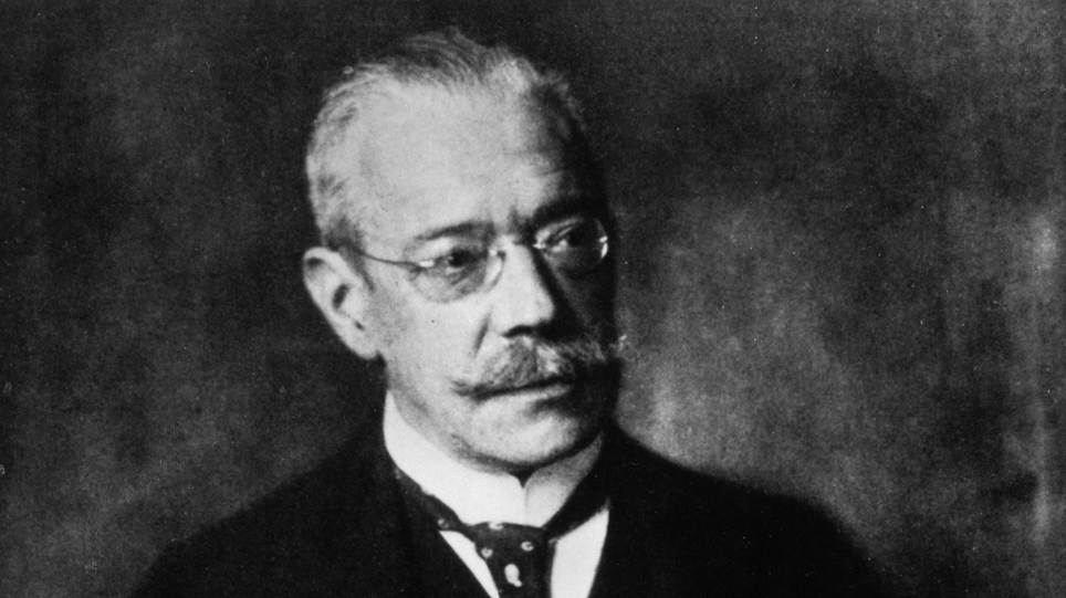 James Simon (1851-1932), an important patron of the Staatliche Museen zu Berlin, donated the bust of Nefertiti and other items