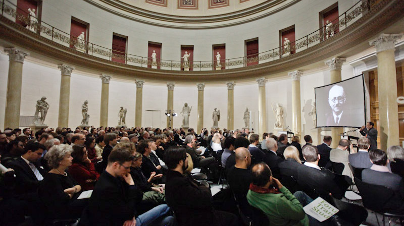 People at an event in the rotunda of the Altes Museum